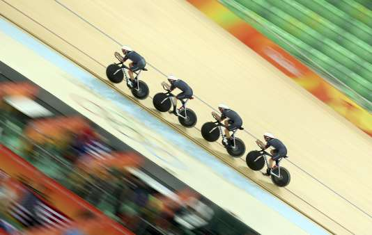 Les poursuiteurs britanniques à l'entraînement sur le vélodrome de Rio de Janeiro.