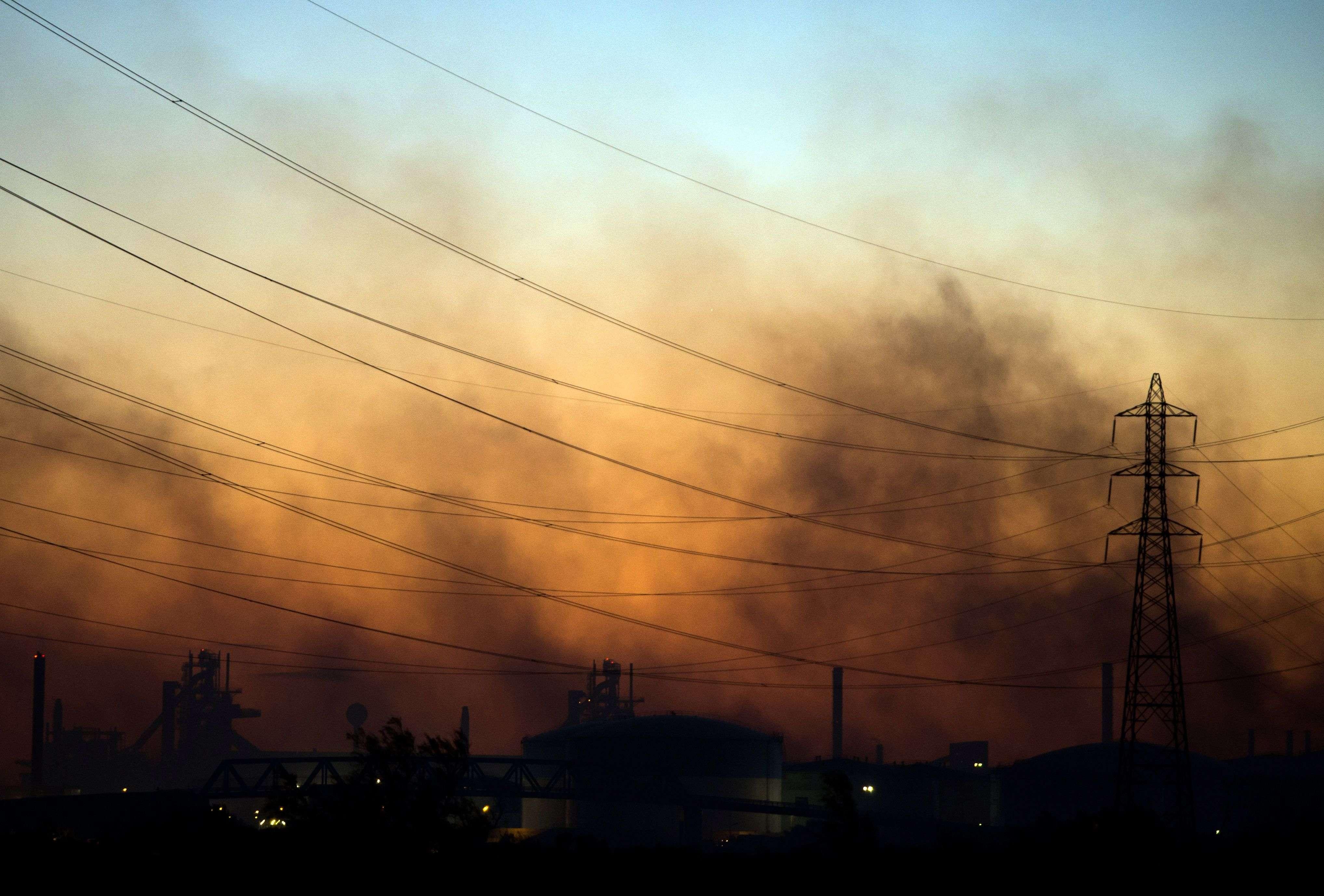 Les incendies se sont notamment propagés près des sites industriels de Fos-sur-mer.