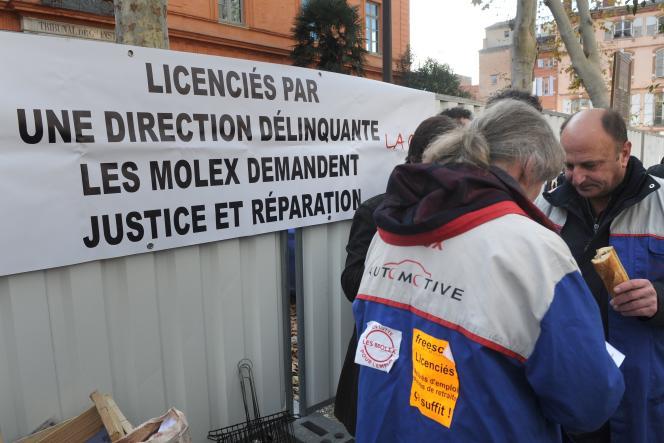 «Le fait d'être devant des restructurations souvent décidées dans des sièges sociaux lointains accompagne la mondialisation », rappelle la chercheuse Anne Bory (photo : manifestation des salariés de Molex, à Toulouse, en décembre 2012).