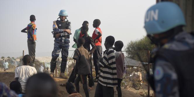 Des Casques bleus dans un camp de protectiond des civils à Juba, la capitale sud-soudanaise.
