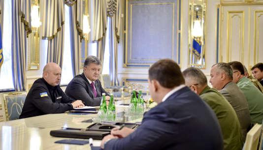 Le président ukrainien, Petro Porochenko, a présidé un conseil de défense et de sécurité extraordinaire à Kiev le 11 août.