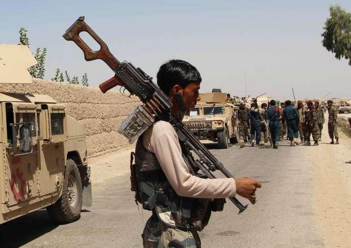 Un soldat afghan se prépare au combat contre les talibans dans le village de Nad-e-Ali, province du Helmand, mercredi 10 août. NOOR MOHAMMAD/AFPUn soldat afghan se prépare au combat contre les talibans dans le village de Nad-e-Ali, province du Helmand, mercredi 10 août 2016.