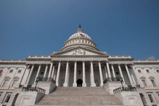 Défendant le droit des Américains de porter des armes à feu depuis 145 ans, la NRA (ou National Rifle Association) est la partie la plus visible d'un lobby pro-armes très bien organisé et disposant d'un financement continu.