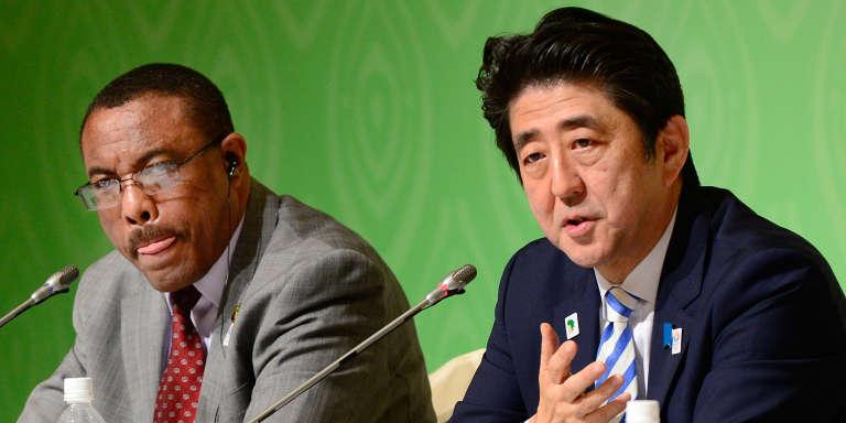 Les premiers ministres japonais Shinzo Abe et éthiopien Hailemariam Desalegn, lors de la 5ème Conférence Internationale de Tokyo sur le développement de l'Afrique (TICAD), qui s'est tenue au Japon en 2013.