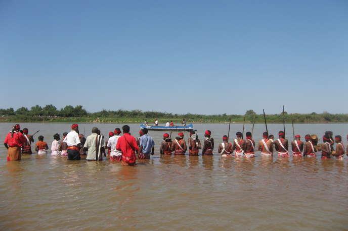 Lors de la cérémonie du bain des reliques royales dans le Tsiribihina, en 2008.