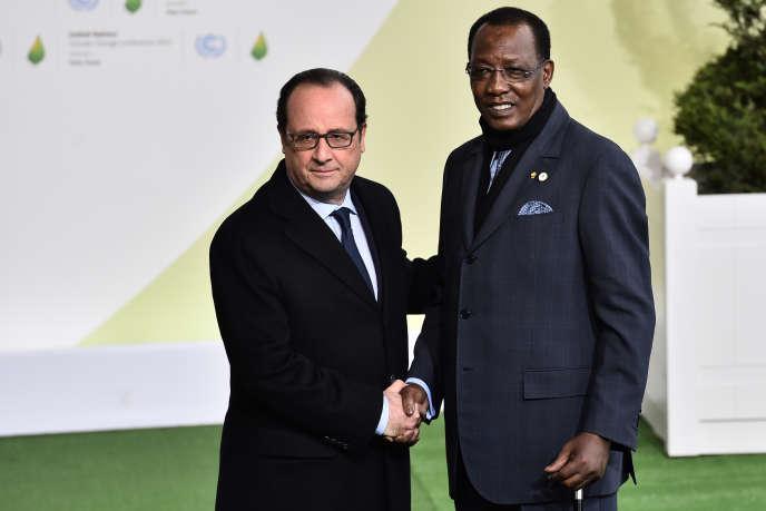 Le président français François Hollande et son homologue tchadien Idriss Déby, le30 novembre 2015, à l'ouverture de la conférence sur le climat.