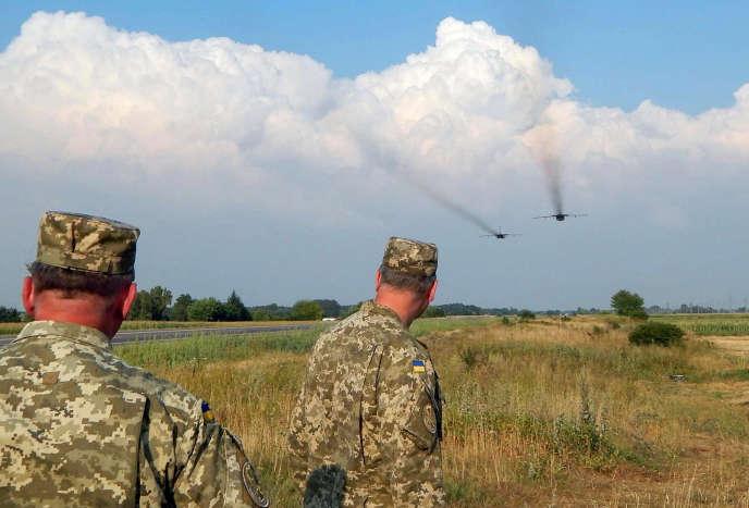 Des militaires ukrainiens dans la région de Rivne, en août 2016.