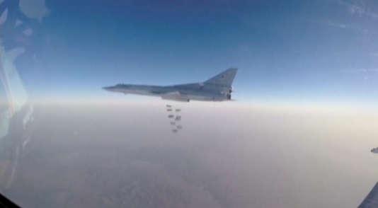 Images volées d'un bombardiers Tupolev-22 russe au-dessus de la Syrie le 11 août.