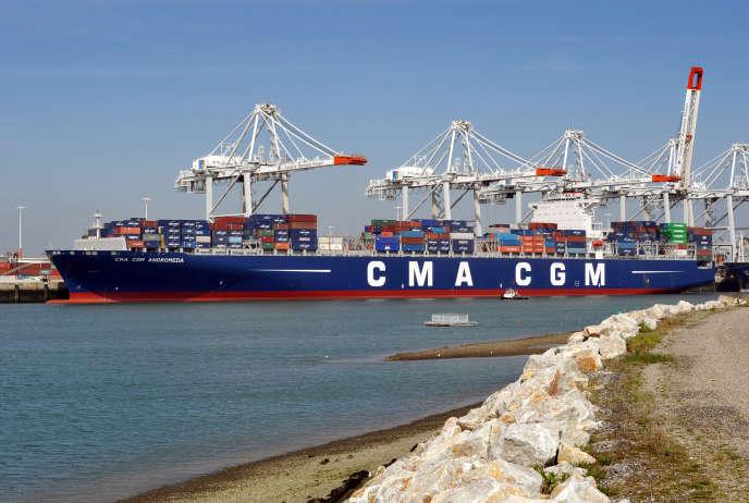 Un porte-conteneurs dans le port du Havre.