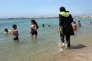Une musulmane en « burkini»se baigne à Marseille le 4 août 2016. (AP Photo, File)