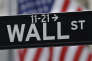 Panneau de Wall Street près du New York Stock Exchange à New York.