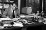L'ecrivain Jean d'Ormesson, journaliste, directeur du journal «Le Figaro» ici dans son bureau dans les locaux du journal, à Paris, en 1975.