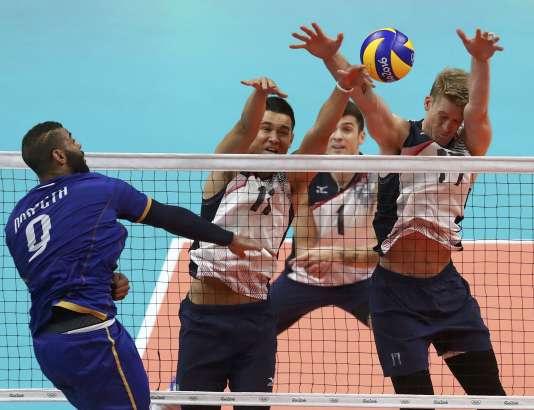 Earvin Ngapeth et les Bleus ont chuté face aux Etats-Unis samedi à Rio.