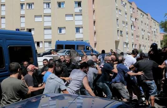 Manifestation dans le quartier de Lupino, à Bastia, le 14août.