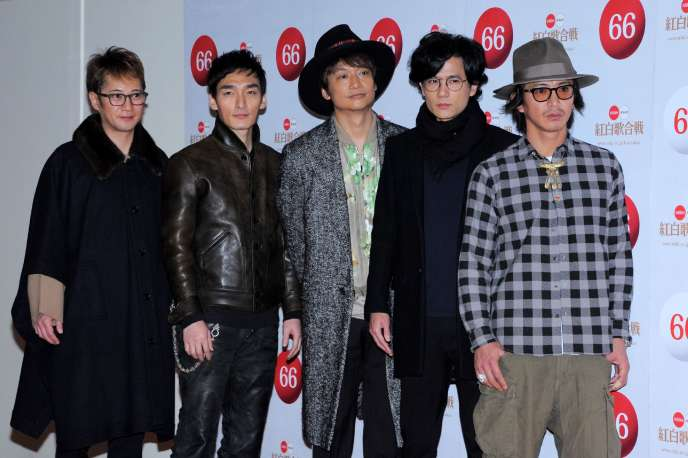 De gauche à droite, les membres du groupe SMAP : Masahiro Nakai, Tsuyoshi Kusanagi, Shingo Katori, Goro Inagaki et Takuya Kimura, à Tokyo, en décembre 2015.