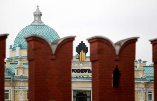 Le siège de Rosneft, derrière le mur d'enceinte du Kremlin, où réside la présidence russe.