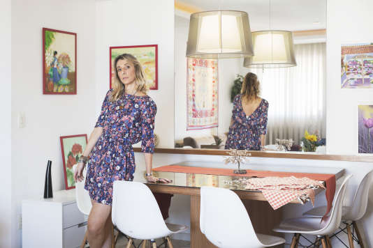 Tatiana Grimberg dans son appartement. L'ancienne avocate, aujourd'hui astrologue, habite dans la partie la plus huppée de Barra da Tijuca.