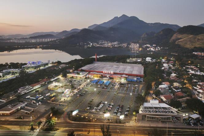 Un supermarché sur l'avenue des Amériques, dans le quartier de Barra da Tijuca, dans l'ouest de Rio.