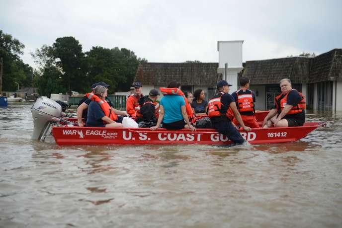 Il a plu de 15 à 25 cm dans certaines parties du sud-est de la Louisiane, selon la météo nationale.