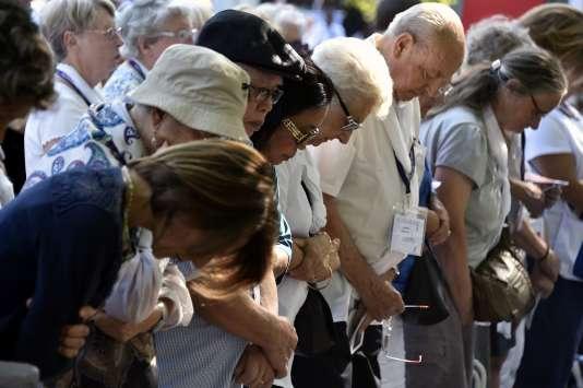 Les attentats qui ont récemment marqué la France n'ont pas dissuadé les chrétiens de venir se rassembler à Lourdes.