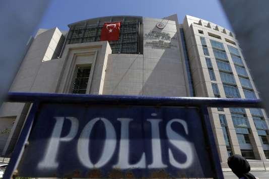 Devant un tribunal d'Istanbul, le 15 août.
