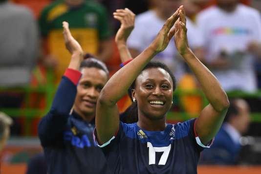 Siraba Dembélé devant Allison Pineau, le 14 août à Rio.