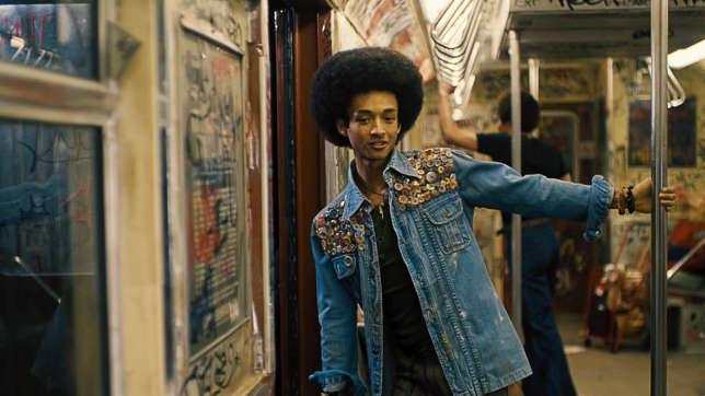 Fin 1970, les jeunes du Bronx se fabriquaient un style avec ce qu'ils trouvaient,costumisaient leur veste en jean, la peignaient à la main…