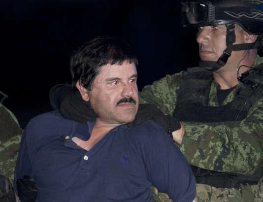 """Chef du puissant cartel de Sinaloa, le narcotrafiquant Joaquin """"El Chapo"""" Guzman est présenté à la presse à Mexico, après son arrestation, en janvier."""
