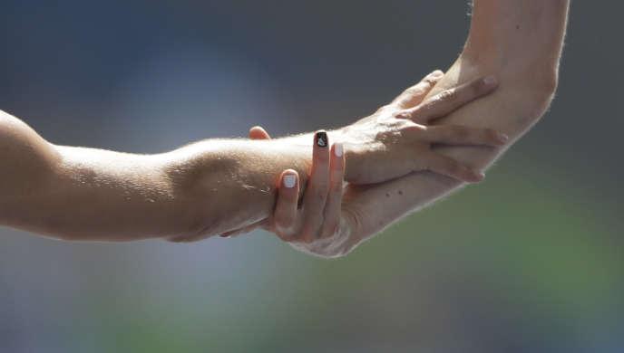 Le geste d'entraide des deux athlètes, le 16 août à Rio.