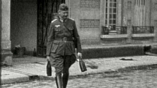 Un soldat allemand s'est «réservé» quelques bonnes bouteilles.