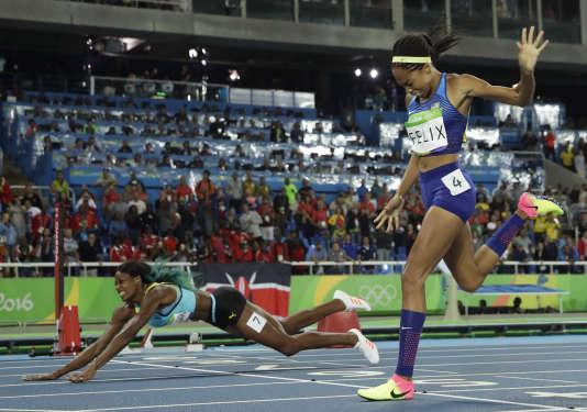 Shaunae Miller dans l'épreuve de combiné 400 m-plongeon.