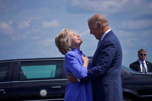 Hillary Clinton accueille le vice-président Joe Biden à Scranton (Pennsylvanie), le 15 août 2016.