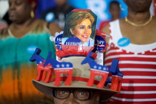Un partisan d'Hillary Clinton lors d'un meeting de la candidate démocrate à Philadelphie, Pennsylvanie, mardi 16 août.