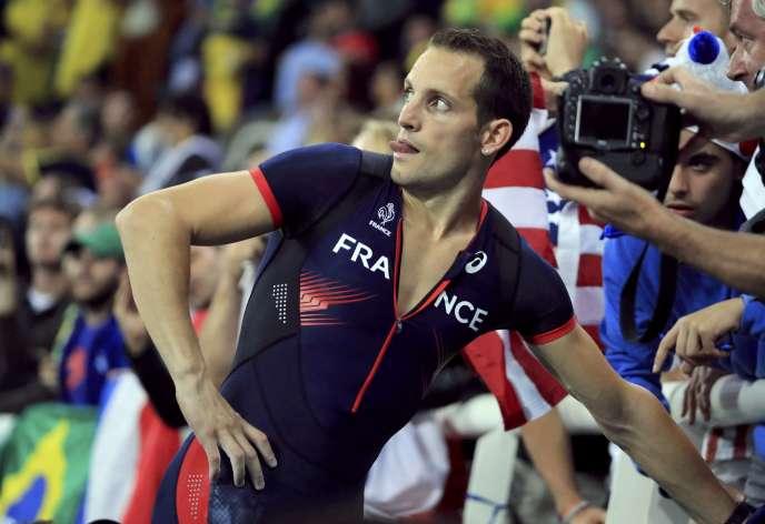 Renaud Lavillenie, en train de perdre le concours du saut à la perche parce que le public brésilien siffle un peu fort.