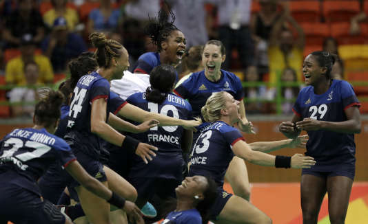 Les Françaises exultent au coup de sifflet final face à l'Espagne.