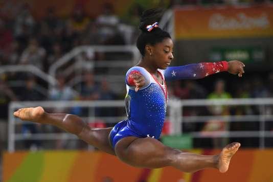 Simone Biles lors de l'épreuve de gymnastique au sol, mardi 16 août, à Rio.