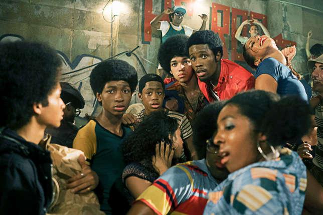 Baskets immaculées, coupes afro…Un look pour affirmer l'appartenance à un groupe.