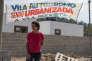 Une habitante de Vila Autodromo, à Rio, le 13 juillet.