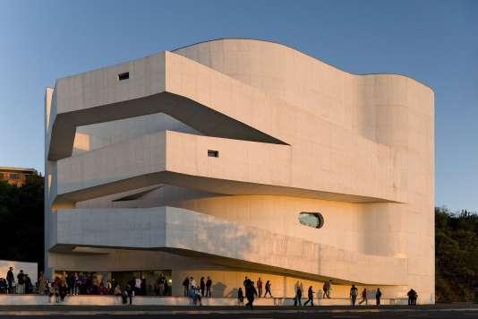 Le Musée Iberê-Camargo construit par l'architecte Alvaro Siza à Porto Alegre (Brésil), en 2007.