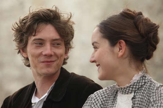 Lazare, le fils Chanteau (Swann Arlaud), et sa cousine Pauline (Anaïs Demoustier).