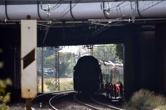 La circulation des trains, totalement interrompue, doit reprendre en fin de soirée, avec passage sur une voie et au ralenti au niveau de l'accident.