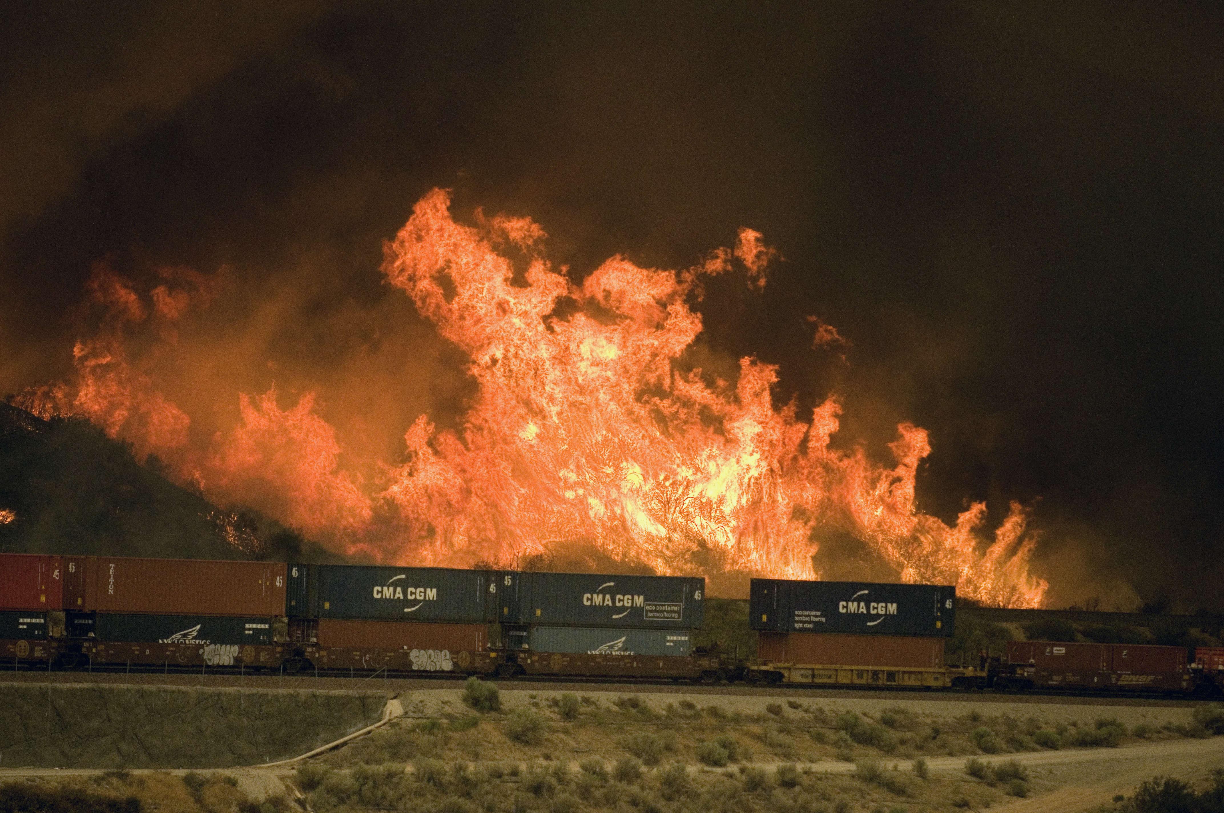 Un incendie s'est déclaré dans la matinée, mardi 16 août, à l'est de Los Angeles.