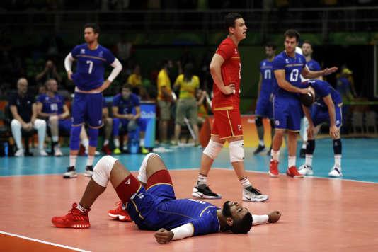 Earvin Ngapeth et les Bleus, après leur élimination dès le premier tour des Jeux olympiques, à Rio en août2016.