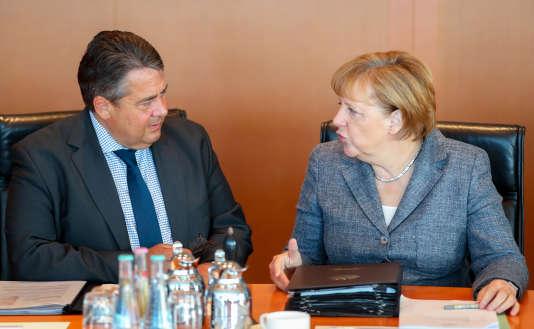 Le vice-chancelier allemand et ministre de l'économie, Sigmar Gabriel, et la chancelière allemande Angela Merkel, à Berlin, le 17 août.