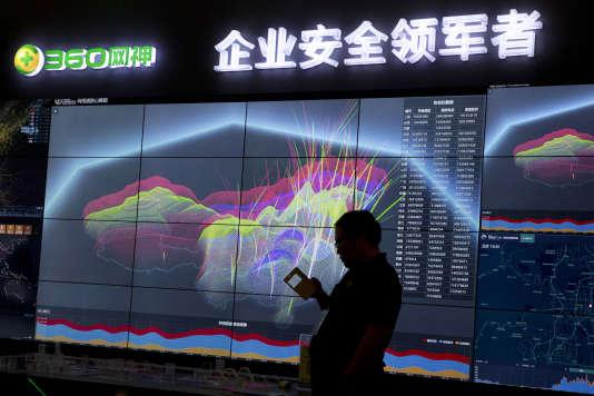 Visualisation des ameçonnages et et despiratages téléphoniques sur le territoire chinois au salon de la sécurité internet de Pekin le 16 août 2016.