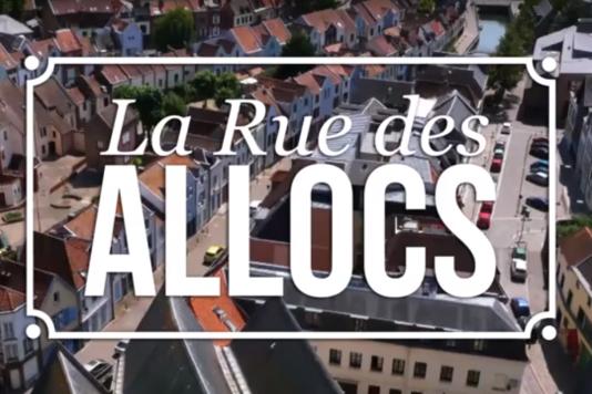Premier épisode de« La Rue des allocs», diffusé mercredi 17 août, à 21 heures, sur M6.