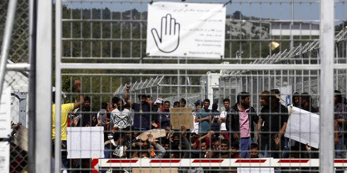 Les îles grecques abritent près de 16 000 réfugiés alors que la capacité des camps est limité à 7 500 personnes.