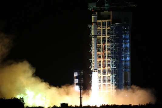 Lancement du satelite d'encryptage quantique chinois par une fusée Longue Marche 2 à Jiuquan (désert de Gobi) le 16 août 2016.