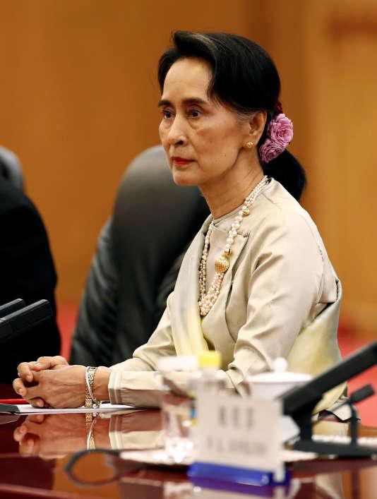 Cette vague de violences ternit l'image du gouvernement birman, dirigé de facto par Aung San Suu Kyi, Prix Nobel de la paixi.