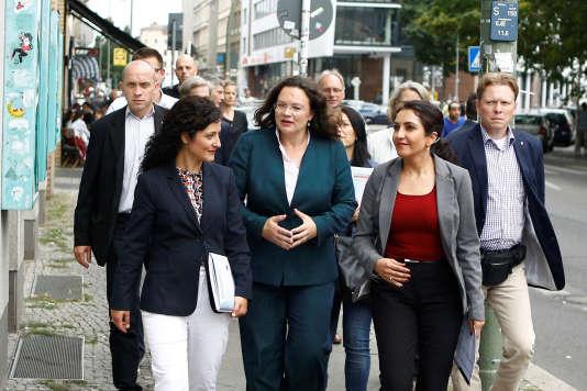 « Près de trente ans après la chute du mur de Berlin, les retraites à l'Est et à l'Ouest vont enfin être harmonisées », s'est félicitée la ministre du travail, Andrea Nahles (au centre).